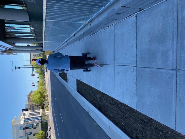 Narrow sidewalk_Hillsdale